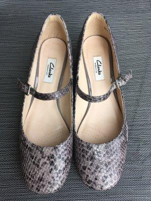Schuhe in Schlangenlederoptik