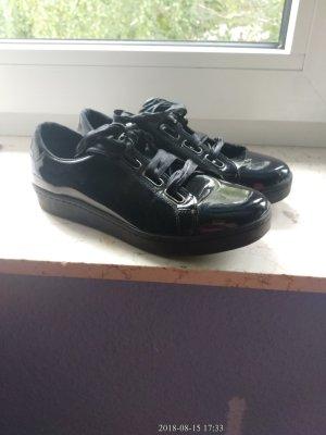 Schuhe lackiert