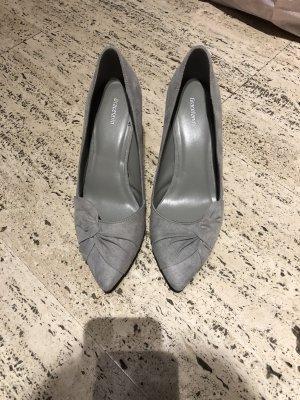 Schuhe mit Absatz grau