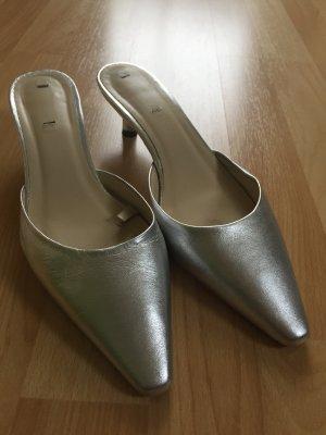 Schuhe mit Absatz von Zara.