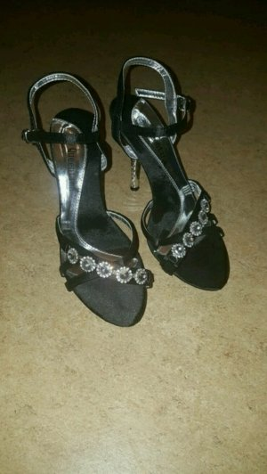 Schuhe mit Besteinerung