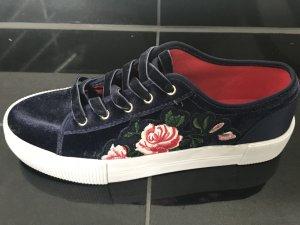 Schuhe mit Blumenmuster- 39