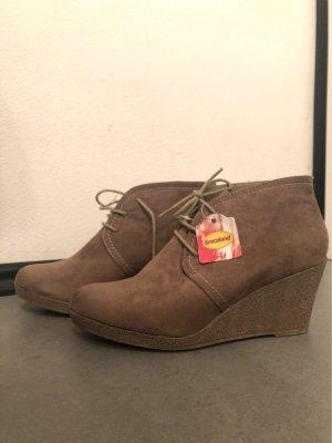 Schuhe mit Keilabsatz in Gr. 41
