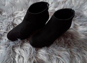 *Schuhe mit Keilabsatz *Stiefeletten *Größe 39