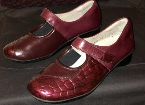 Schuhe-mit Klettverschluss neuwertig