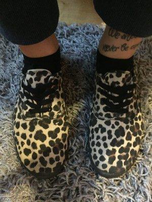 Schuhe mit Leopardenmuster