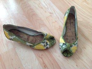 Schuhe mit Muster in der Größe 36