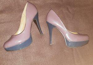 Schuhe mit Plateauabsatz