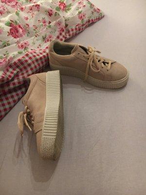 Schuhe mit Plato