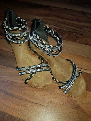 Schuhe mit Riemchen