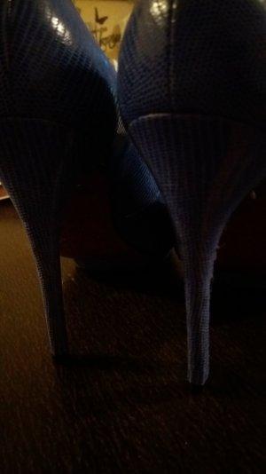 Schuhe mit Schlangenprint