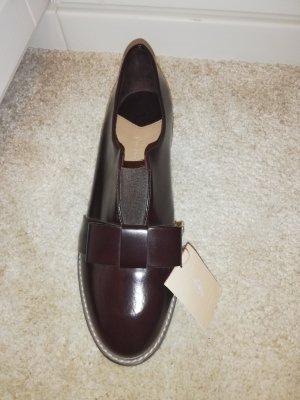 Schuhe mit Schleife von Stradivarius