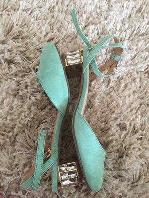 Schuhe mit Schmucksteinabsatz