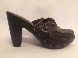 Schuhe mit totenköpfen