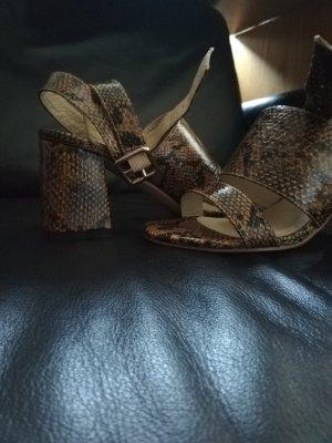 Schuhe-Sandalen in Schlangenoptik