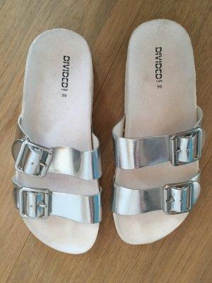 Schuhe Sandalen Latschen silber grau Gr. 39