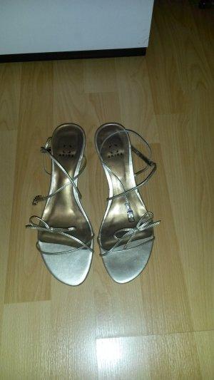 Schuhe Sandalen von AKIRA