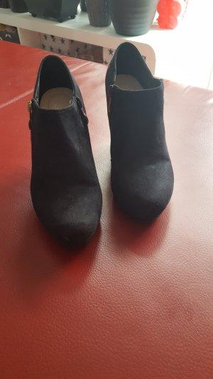 Schuhe schwarz mit goldenem Reißverschluss