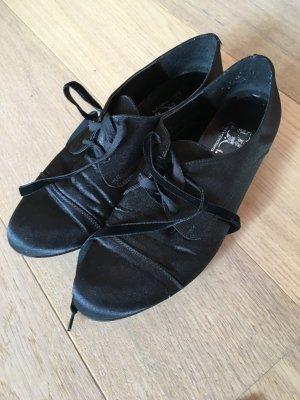 Schuhe Stiefeletten Halbschuhe schwarz samtig Gr. 39