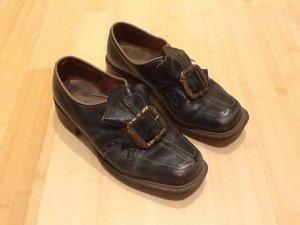Schuhe unserer Großmutter (Antiquität)