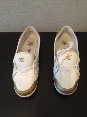 Schuhe von Adidas, sportlich
