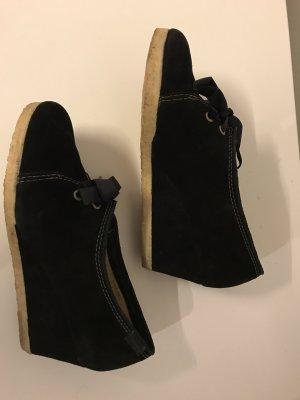 Schuhe von CLARKS schwarz mit Keilsohle