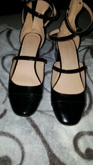 Schuhe von der Marke Zara Grösse 39