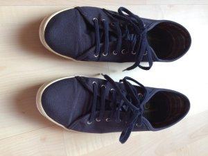 Schuhe von Fred Perry