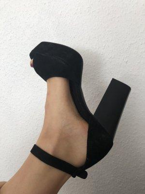 Schuhe von Henry Kole