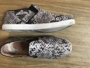 Schuhe von INUOVO im Schlangenprint