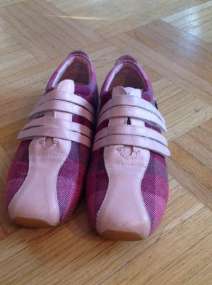 Schuhe von Lacoste in tollen Farben
