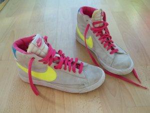 Schuhe von Nike in Gr. 38,5 grau bunt