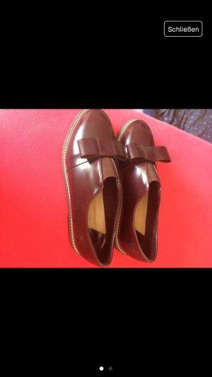 Schuhe von Stradivarius mit Schleife