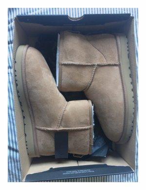 Schuhe von Uggs