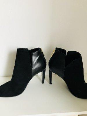 Zara Laarsjes met rits zwart