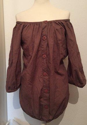 Schulterfreie Bluse mit großen Knöpfen