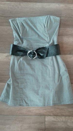 schulterfreies enges Kleid