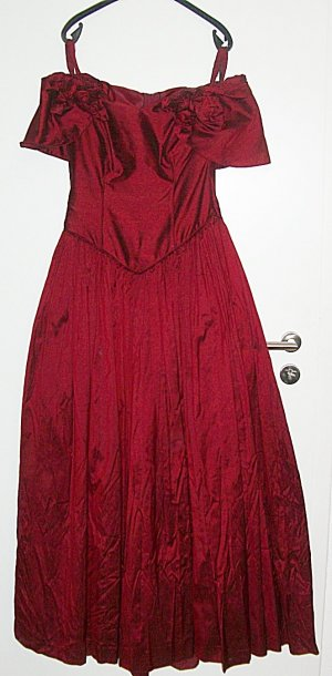 Schulterfreies Fasching-Abendkleid aus Seide--GR. 40