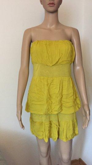 schulterfreies gelbes Kleid