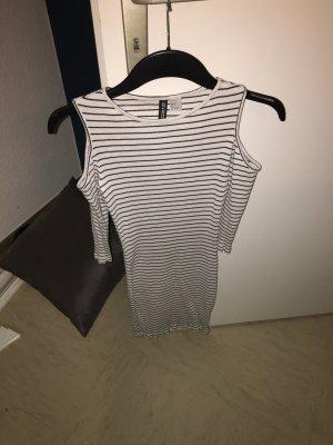Schulterfreies gestreiftes Kleid