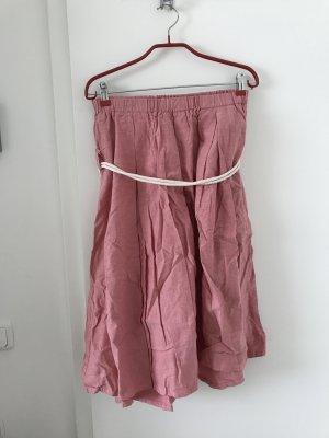 Schulterfreies Kleid in