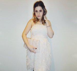 Schulterfreies Kleid in puderrosa
