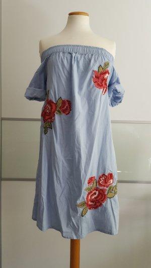 Schulterfreies Kleid perfekt für den Sommerurlaub