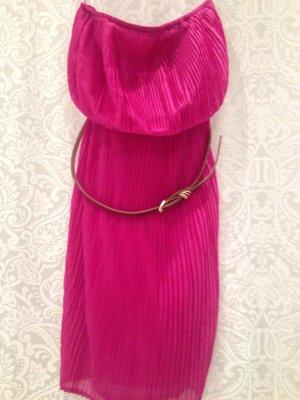 Schulterfreies Kleid von TRF