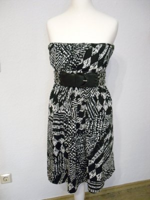 Robe épaules nues noir-blanc tissu mixte