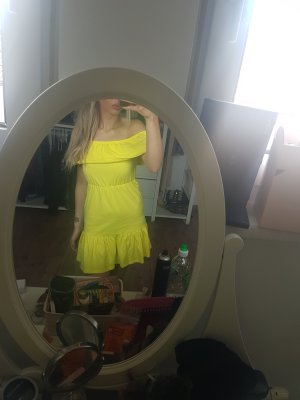 Asos Off the shoulder jurk geel