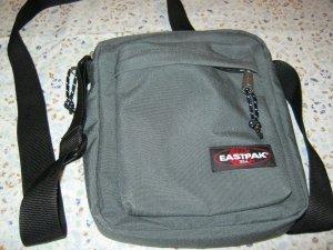 Schultertasche von Eastpak Arcade, coal, 5 Liter