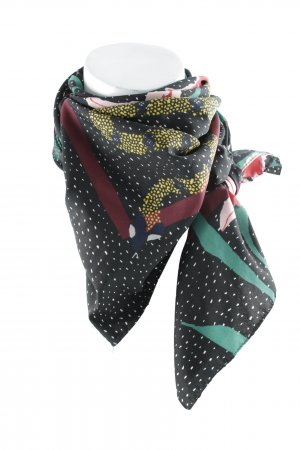 Shoulder Scarf floral pattern casual look