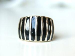 schwar-silber gestreifter Ring