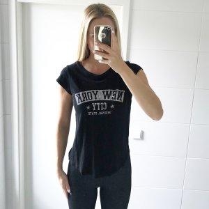 schwares T-Shirt mit Aufschrift